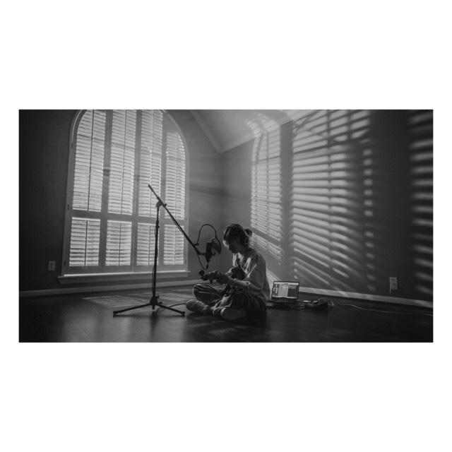 "[US🇺🇸/VN🇻🇳]keshi – ""bandaids(live sessions)"""